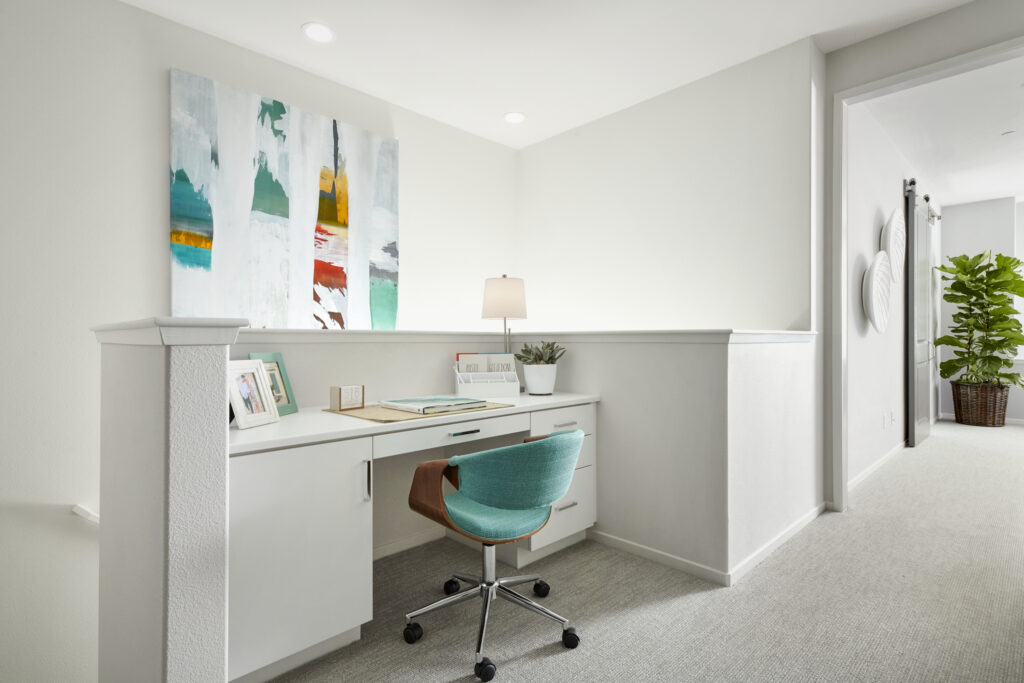 Splashes of color affect the mood of a home office